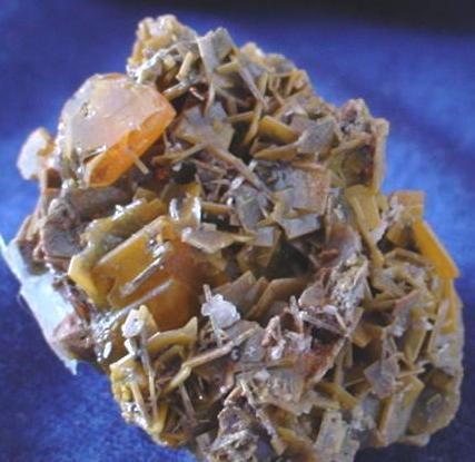 Lateral del ejemplar anterior. Cristal de 0,8x0,7cm. (Autor: DAni)