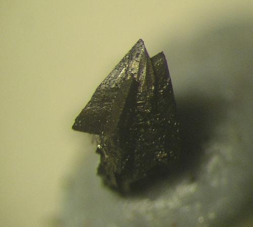 Cristales sueltos de freibergita. de 2 mms. Mina La Fuerza, Hiendelaencina, Guadalajara (Autor: Adrian Pesudo)