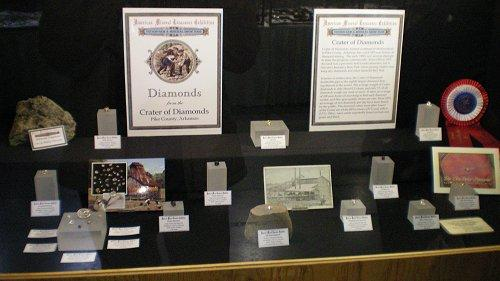 Houran special display of Arkansas diamonds at the 2008 Tucson Show (part of the official AMT exhibit) (Author: Jim)
