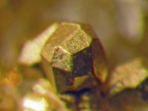 Detalle de otra zona de la misma pieza. Cristal complejo de 2 mm. Col. y foto Nacho Gaspar. (Autor: Nacho)