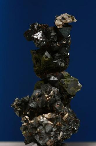 Grupo de magnetitas. Minas de Cala, Cala, Huelva, Andalucía, España. Tamaño cristales aprox. 0,5 cm. (Autor: Inma)