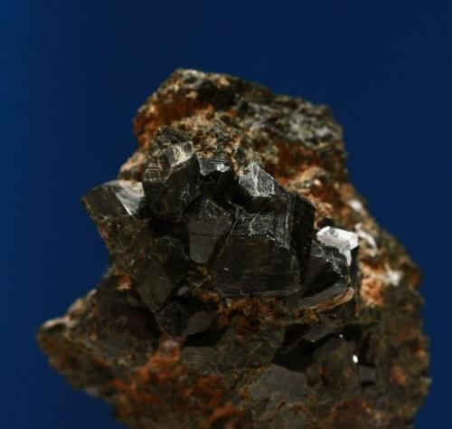 Grupo de epidotas. Minas de Cala, Cala, Huelva, Andalucía, España. Tamaño cristal mayor 1,1x0,8x0,6 cm. (Autor: Inma)