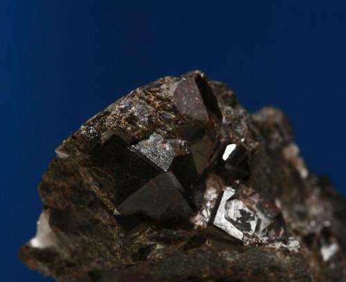 Granate. Minas de Cala, Cala, Huelva, Andalucía, España. Tamaño cristal 1,5x1,4x1,3 cm. (Autor: Inma)