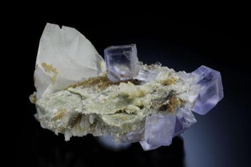 Pieza procedente de la mina Emilio con una paragenesis infrecuente en esta mina. Dimensiones 8 x 5 cm. Fotografía Jeff Scovil (Autor: JRG)