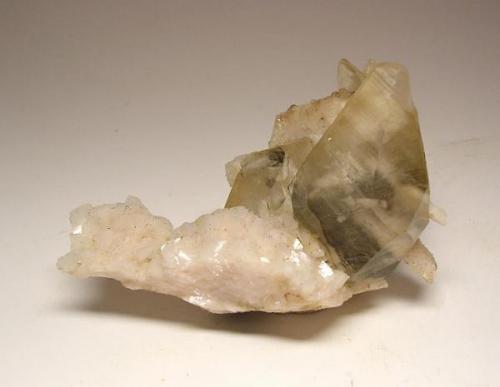 3971-Calcita y dolomita, mina La Cuerre, minas de La Florida, Labarces, Cantabria, 7,4x4,6x3,3 cm. (Autor: Edelmin)