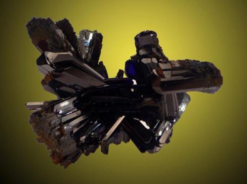 """Grupo de cristales de azurita del emblemático """"Pozo Nº IX"""" de la mina de """"Touissit"""", con un magnifico brillo y transparencia, como se puede apreciar en la fotografía. Dimensiones 8 x 6 cm. Fotografía: J. R. García (Autor: JRG)"""