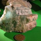 Cristal de Aguamarina del mismo yac.peso de extracción 1,8kg.Se rompió para extraer ojos de calidad gema,2009 Catamarca Argentina (Autor: Ignacio Tepman)