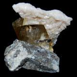 CALCITA y DOLOMITA (La Florida, Cantabria): Tamaño: 8 x 7 cm (Cristal calcita: 6x3) (Autor: Marc C)