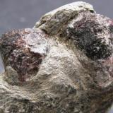 Granate. Cerro de la Sal. El Cabril. Cordoba. tamaño de los cristales 15 mm. (Autor: Jose Luis Otero)