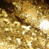 Cristales submilimétricos de goethita/ hematita en crosta ferruginosa. Morro das Balas, Formiga- MG (Autor: Anisio Claudio)