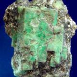 ESMERALDA Franqueira-La Cañiza-Pontevedra. Pieza de 7,5x6,5cm. Cristales en formación paralela. Cristal mayor 5,5x3,8cm. (Autor: DAni)