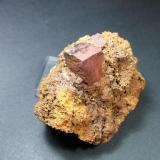 Pirita limonitizada mina Buenavista Mijas Málaga, pieza 8x8cm cristal 3x3cm (Autor: Nieves)