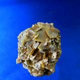 WULFENITA Minas del Centenillo-Albuñuelas-Granada. Pieza flotante de 3,6x3,8cm. Cristal 1cm de arista. (Autor: DAni)