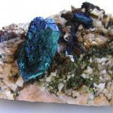 Azurita parcialmente alterada a Malaquita s/Dolomita. Mina de Toussit, Oujda, Marruecos. Tamaño de la pieza 6x4,5x3 cm. Cristal biterminado de 2,9x1,5 cm. Col. y foto Nacho Gaspar. (Autor: Nacho)