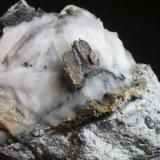 Bismuto mina Conchita Estepona Málaga, pieza 8x8cm cristal 2cm (Autor: Nieves)