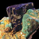 Azurita. Minas de Touissit, Puit IX, Oujda, Marruecos. Tamaño de la pieza 6x4x4,7 cm. Cristal de 3x1,5x2,5 cm. Col. y foto Nacho Gaspar. (Autor: Nacho)