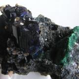 Azurita c/Cerusita. Mina Touissit, Puit IX, Oujda, Marruecos. Tamaño de la pieza 6,5x4x4 cm. Cristales de Azurita hasta 2,5x1,7x1,2 cm. Col. y foto Nacho Gaspar. (Autor: Nacho)