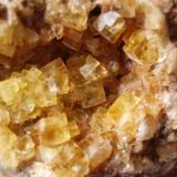 Fluorita Ulldemolins, Tarragona, Catalunya, España. Tamaño 17 x 11 cm.  Detalle de pequeña geoda de 2 x 2 cm (Autor: Javier Garcia Canals)