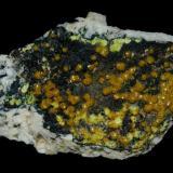 MIMETITA var. CAMPYLLITE (Dry Gill Mine, Caldbeck Fells, Cumbria, Inglaterra) Tamaño: 7,5 x 4 cm (Autor: Marc C)