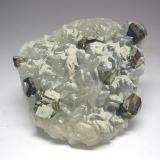 3654-Pirita y calcita, mina Barroca Grande, minas de Panasqueira, Fundao, Portugal, 7,7x6,8x2 cm. (Autor: Edelmin)