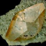 """Otro hermoso cristal de calcita de la mina """"Elmwood"""", esta vez sobre una matriz de pequeños cristales de barita. Tamaño del cristal 13 cm. Fotografía: J. R. García (Autor: JRG)"""