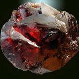 """Ejemplar de esfalerita de la mina """"Las Manforas"""" de dimensiones 12 x 11 cm formado por un grupo de cristales de los denominados """"de centro de geoda"""" totalmente terminados y procedentes de la galería """"Esperanza"""". Fotografía: J. R. García (Autor: JRG)"""