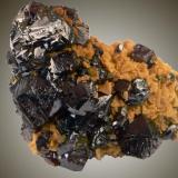 La mina Troya, cercana al pueblecito de Mutiloa en Guipúzcoa, proporcionó hermosos ejemplares de Esfalerita asociados con varios minerales,  entre ellos la dolomita. Dimensiones 8 x 8 cm. Foto:J. R. García (Autor: JRG)