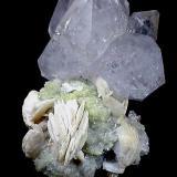 """Grupo de cuarzos en matrix con cristales de barita. Mina Ana, zona de """"La Cabaña"""". Este ejemplar tiene 15 cm de altura. Foto: J. R. García (Autor: JRG)"""