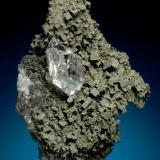 Asociacion de cuarzo sobre cristales de fluorita recubiertos de pirita, procedente de la mina Emilio, en concreto de la denominada zona intermedia. Tamaño del cristal de cuarzo 3 cm. Foto: Jeff Scovil (Autor: JRG)