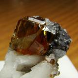 Blenda junto a galena.Aliva. El cristal de blenda tiene 5 mm aproximadamente (Regalo de José Cuadrado) (Autor: nimfiara)