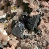 Octaedros de Ilmenita (¿?) Cristales de 1 mm. (Autor: soldevilla)