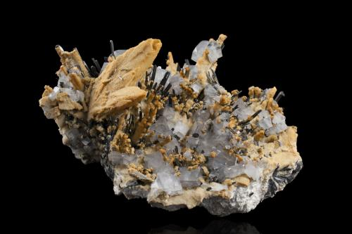 Barite with Calcite and Stibnite<br />Mina Dahegou, Lushi, Prefectura Sanmenxia, Provincia Henan, China<br />28,5	x	24,5	x	16,5	cm<br /> (Author: MIM Museum)