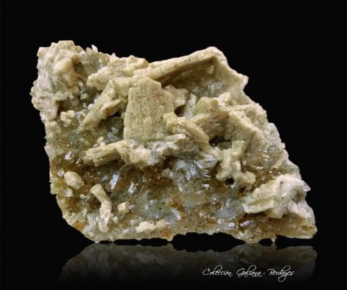 Whiteita-(CaFeMg)<br />Arroyo Crosscut, Zona Kulan Camp, Zona Rapid Creek, Distrito minero Dawson, Territorio Yukon, Canadá<br />77 x 50 x 22 mm.<br /> (Autor: Rafael Galiana)