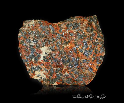 Zincita<br />Sterling Hill, Ogdensburg, Distrito minero Franklin, Condado Sussex, New Jersey, USA<br />74 x 58 x 23 mm.<br /> (Autor: Rafael Galiana)