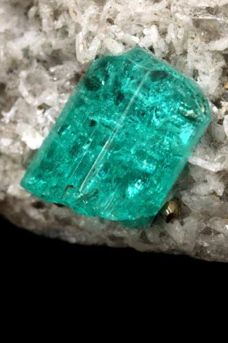 Beryl (variety emerald), Albite (variety cleavelandite), Pyrite<br />Chivor mining district, Municipio Chivor, Eastern Emerald Belt, Boyacá Department, Colombia<br />43x35x41mm, xl=10mm<br /> (Author: Fiebre Verde)