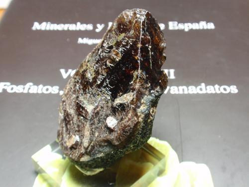Axinita<br />Llallagua, Provincia Rafael Bustillo, Departamento Potosí, Bolivia<br />40x65 mm<br /> (Autor: Ignacio)