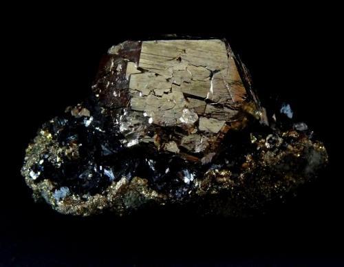 Pirita y Hematites.<br />Rio Marina, Isla de Elba, Provincia Livorno, Toscana, Italia<br />46x35 mm.<br /> (Autor: Jesus Franquesa Baucells)