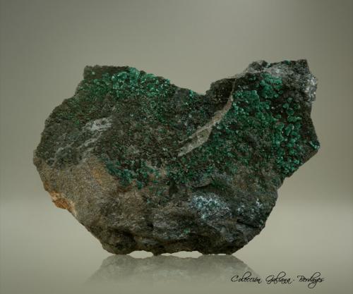 Brochantita<br />Mina Monakoff, Mount Isa, Distrito Cloncurry, Queensland, Australia<br />95 x 67 x 32 mm.<br /> (Autor: Rafael Galiana)