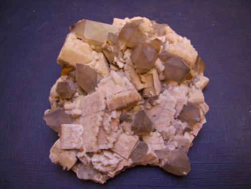 Microclina y Cuarzo<br />Formación Papachacra, El Portezuelo, Departamento Belén, Catamarca, Argentina<br />7 x 6 x 2,5 cm<br /> (Autor: Antonio Alcaide)