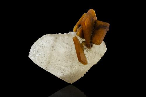 Barite on Calcite<br />Dushan, Prefectura Autónoma Qiannan, Provincia Guizhou, China<br />10,0x6,5x11,5cm<br /> (Author: MIM Museum)