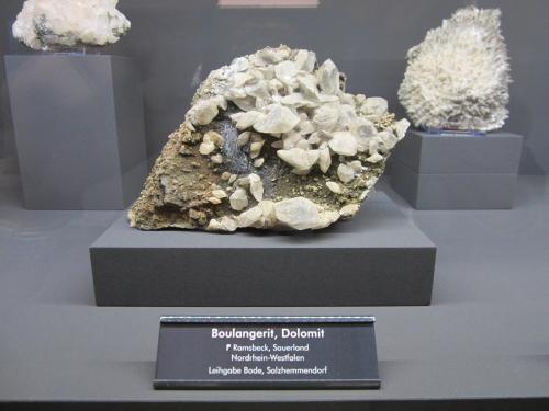 Boulangerite, Dolomite<br />Ramsbeck, Bestwig, Distrito Hochsauerland, Arnsberg, North Rhine-Westphalia/Nordrhein-Westfalen, Germany<br />~ 13 cm<br /> (Author: Tobi)