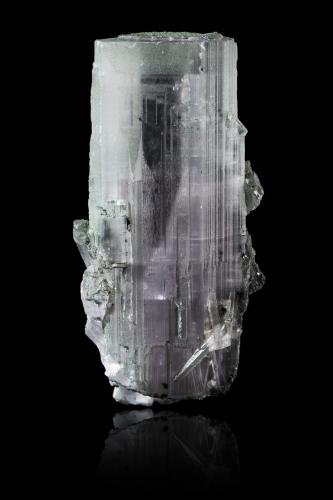 Anhydrite with Chlorite<br />Túnel tren Simplon, Zona paso Simplon, Brig, Wallis (Valais), Suiza<br />4,0	x	3,0	x	8,0	cm<br /> (Author: MIM Museum)