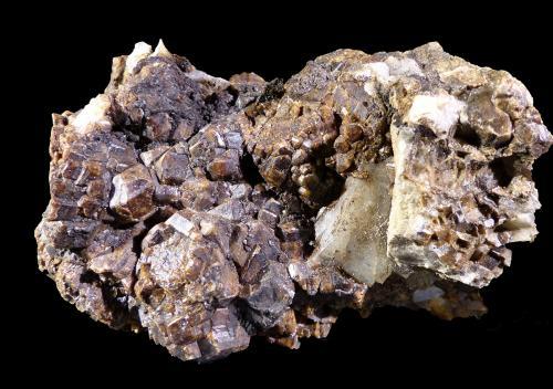 Granate (Grupo)<br />Mina Roca del Turó, Costabona, Espinavell (Espinabell), Molló, Comarca Ripollès, Girona / Gerona, Catalunya, España<br />7 x 3 x 4 cm<br /> (Autor: Mineratlas)