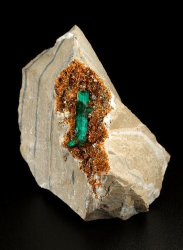 Beryl (variety emerald), Albite (variety cleavelandite), Dolomite, Pyrite<br />Chivor mining district, Municipio Chivor, Eastern Emerald Belt, Boyacá Department, Colombia<br />50x67x50mm, main xl=18mm<br /> (Author: Fiebre Verde)