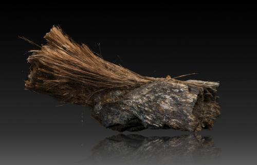 Balangeroite<br />Mina Poggio San Vittore asbestos, Balangero, Valles Lanzo, Provincia Turín, Piamonte (Piemonte), Italia<br />13,0x37,0x12,0cm<br /> (Author: MIM Museum)