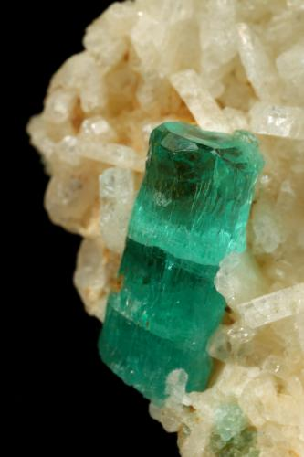 Beryl (variety emerald), Albite (variety cleavelandite)<br />Chivor mining district, Municipio Chivor, Eastern Emerald Belt, Boyacá Department, Colombia<br />29x31x21mm, xl=11mm<br /> (Author: Fiebre Verde)