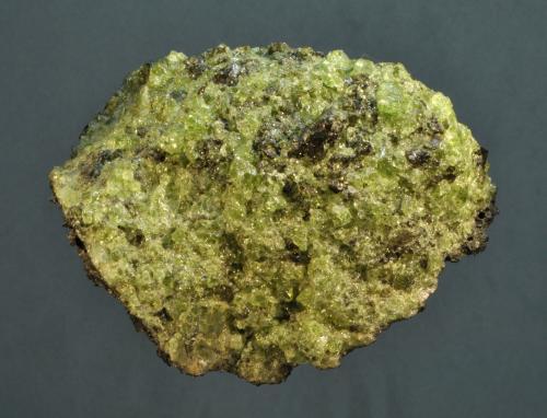 Forsterita<br />Lanzarote, Provincia de Las Palmas, Canarias, España<br />6 x 6 x 5 cm<br /> (Autor: Ricardo Fimia)