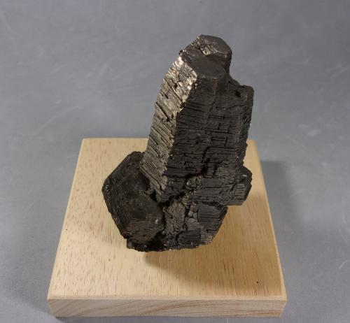 Pirrotita (pirrotina)<br />Dalnegorsk, Distrito minero Kavalerovo, Primorskiy Kray, Extremo Oriente ruso, Rusia<br />7,5 x 5 x 4,5 cm<br /> (Autor: J. G. Alcolea)