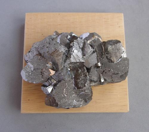 Arsenopirita<br />Mina Yaogangxian, Yizhang, Prefectura Chenzhou, Provincia Hunan, China<br />8 x 6 x 2,5 cm.<br /> (Autor: J. G. Alcolea)