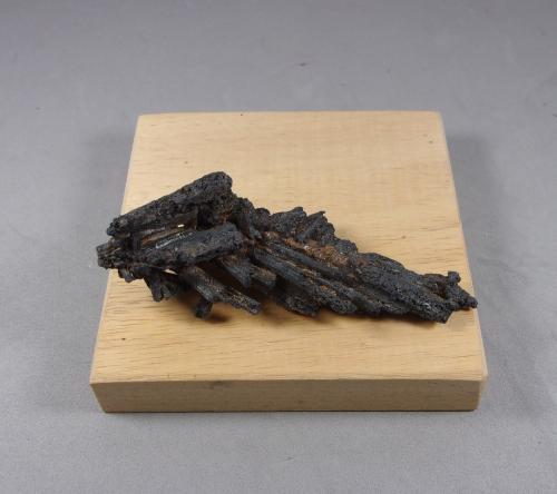 Plata nativa pseudomórfica de Dyscrasita<br />Mina Uranium número 21 (pozo número 21), Háje, Příbram, Región Bohemia Central, Bohemia, República Checa<br />8 x 3 cm.<br /> (Autor: J. G. Alcolea)